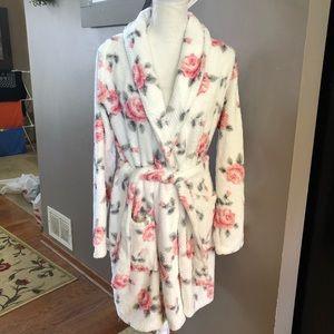 NWT! Jessica Simpson Soft Floral Robe